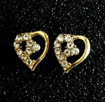 Charlies Nail Art - Diamante heart nail charms, £0.69 (http://www.charliesnailart.co.uk/diamante-heart-nail-charms/)