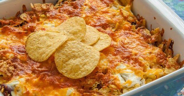 Ingrediënten:   - 1 el olijfolie   - 500 g rundergehakt   - 1 ui, gehakt   - 2 teentjes knoflook, fijngehakt   - 1 blik tomatenblokjes ...
