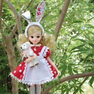 早くエミリーちゃんにもお迎えドレス作ってあげたいなぁ(*´艸`*)ベッツィーちゃんのワンピ、着られるけど背中のホックが閉じないんだもん~頭にはおっきなミニーちゃんリボンつけてね! #licca #doll #handmade #dollclothes #リカちゃん #リカちゃんキャッスル #ハンドメイド