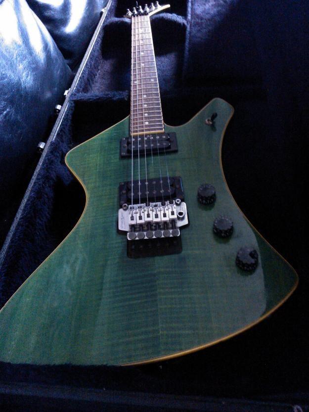 Guitarra WashBurn Explorer A- u.s.a
