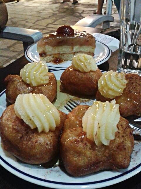 Greek #Loukoumades filled with #CremePatisserie next to a traditional #Plumpie. #Keytours
