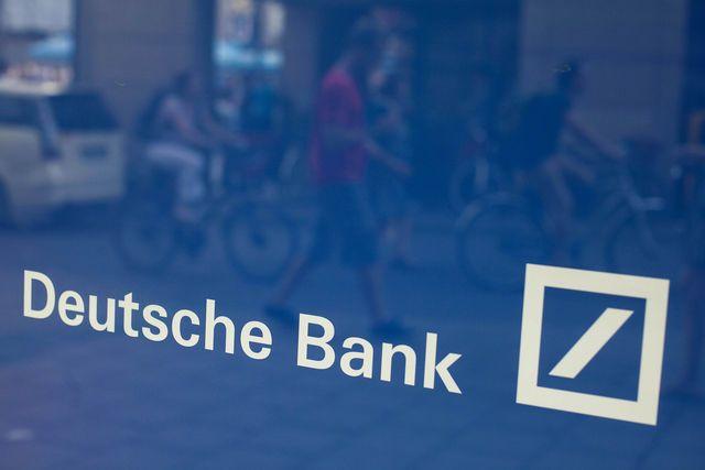 Deutsche Bank Piyasa Araştırmaları Stratejisti Winkler İngilete'ye gelen ve kayıt altında olmadan ülke sınırlarına girmiş olan sermayenin çok büyük kısmının Rusya'dan geldiğini ve büyük bölümünün emlak pazarına aktarıldığını belirtti.