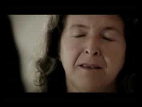 """""""Violencia no es sólo el golpe"""" Anuncio da campaña 'Otra vida es posible. Tenemos derecho a una vida sin violencia', lanzada polo Goberno de Arxentina no 2009."""