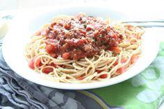 Deze spaghetti bolognese van Jamie Oliver maakt mij zo blij. Een recept dat echt iedereen lust, jong en oud.