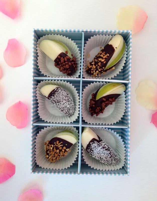 Bombones de manzana con chocolate belga y almendras | @Fruristeria