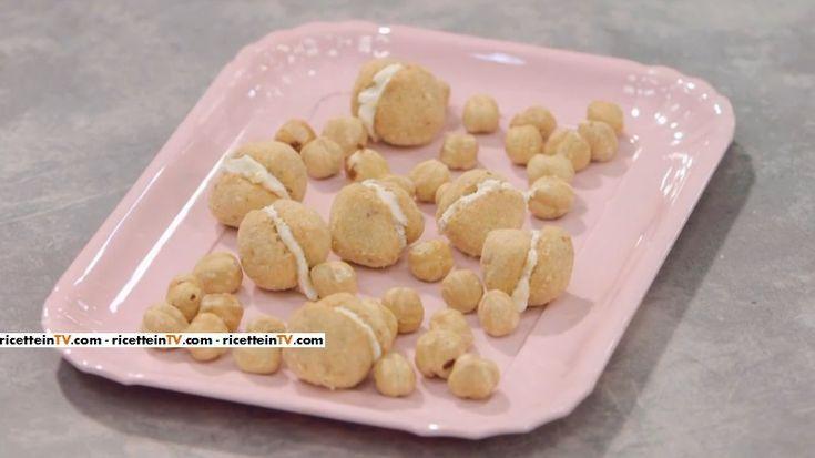 """La ricetta dei baci di dama salati proposta da Benedetta Parodi nella puntata di oggi, 25 aprile 2016, de """"La cuoca bendata""""."""