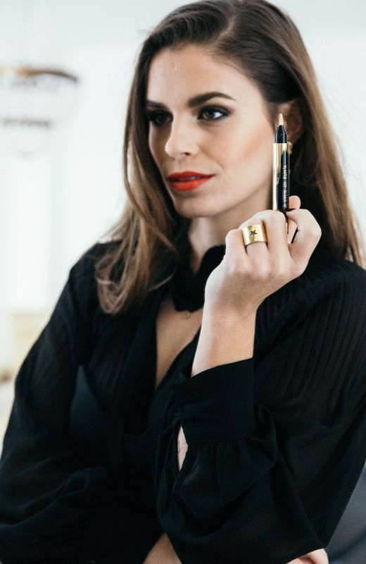 Seams for a desire-YSL http://stylelovely.com/yvessaintlaurent/2016/12/29/seams-for-a-desire-maquillaje-navidad/