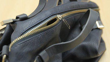 Trucs pour réparer fermeture éclair http://www.minutefacile.com/vie-pratique/entretien-de-la-maison/24629-astuces-pour-reparer-une-fermeture-eclair-abimee-sans-la-changer/?utm_source=outbrain
