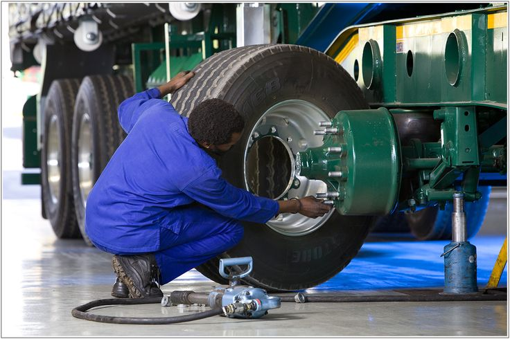 Our fleet of more than 2 200 trucks and trailers is serviced regularly and maintained in exceptional working order by our skilled technicians and mechanics. #fleet #staff #technicians #barloworldtransport #manline