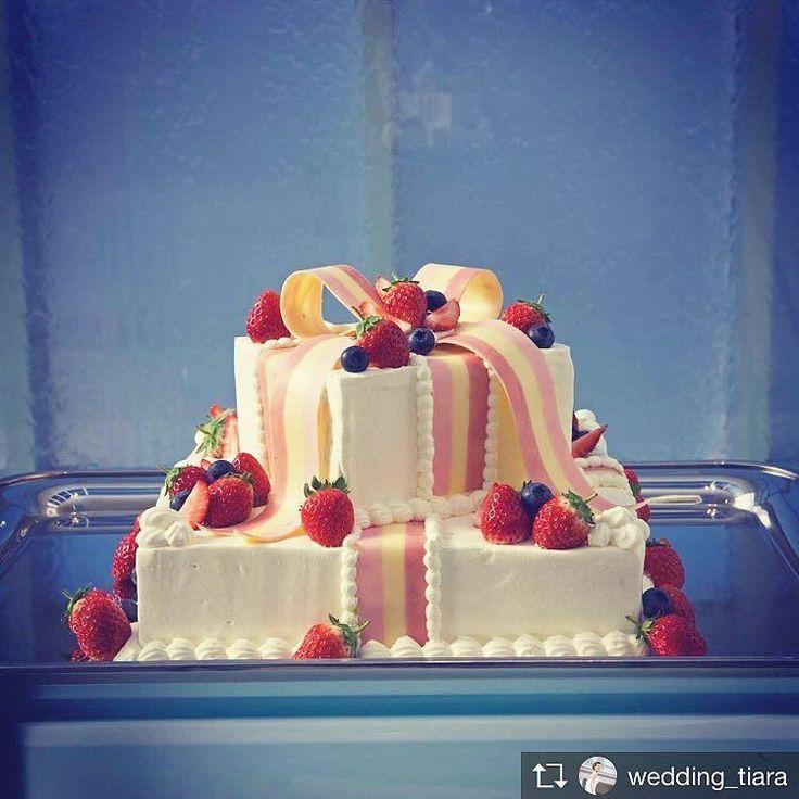 . パーティの中でもお楽しみのシーンのひとつが#ケーキカット ですよね# たくさんのカップルがどんなケーキにしようとわくわくお考えくださいます そんな#ウェディングケーキ におふたりらしいエッセンスを . おふたり#ウェディングテーマ を表現したり 大好きなんだフルーツをふんだんに使ったり# . お写真にもたくさん残るシーンなのでこだわっていただきたいポイントです . . #tiarawedding1995 #amboel#tiara#ケーキ入刀#ウェディングアイデア#結婚式準備#結婚式のヒント#結婚式準備中#岡山結婚式#岡山式場#プレ花嫁#結婚式#結婚式場#レストランウェディング#オリジナルウェディング#こだわりウェディング#テーマウェディング#コンセプトウェディング#初めての共同作業#2018春婚 #2018秋婚 #プレ花嫁準備 #かわいいウェディングケーキ#フォトジェニックなケーキ#おいしい結婚式