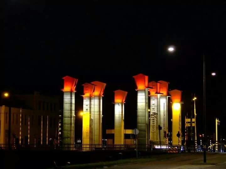 Helmond by Night,  brug bij cacaofabriek.