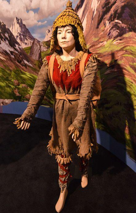 """Costume de la """"femme sauvage vaudou"""" pour promener les yacks au Tibet"""