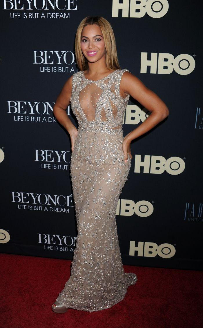 """Beyoncé à l'avant-première de """"Beyoncé : Life is but a dream"""" en 2013"""