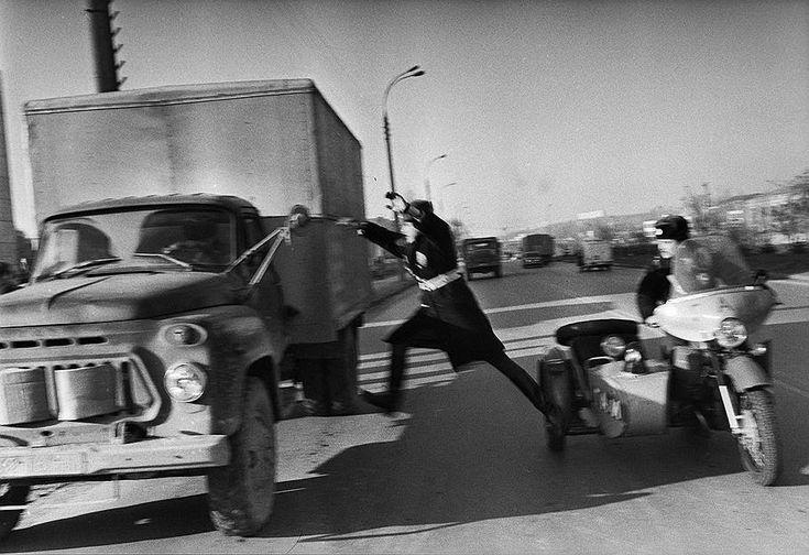 1988 год. Старшина милиции Бурчу останавливает угнанную машину.