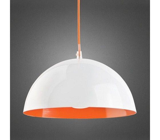 Dieser Artikel ist NUR ONLINE erhältlich! Mit dieser Hängeleuchte geht in ihren vier Wänden die Sonne auf. Der Orange Farbakzent im Inneren der Lampe verleiht dem Licht eine besondere Leuchtkraft. Durch ihre Weiße Außenseite und ihr schlichtes Design fügt sich die Leuchte wunderbar in jeden Raum ein. Das Orange Kabel rundet ihr Erscheinungsbild gelungen ab. Typ: Hängeleuchte Material: Eisen, vernickelt Farbe: außen Weiß, innen Orange Maße: D: 30 cm Höhe: ca. 25 cm Kabellänge: 100 cm…