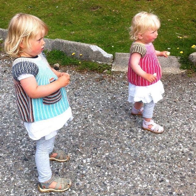 Hva skjer? 😂 Er det en 🐑 eller er det Tassen jentene ser på? / What's going on? What do they see? Something exciting I bet! 😂  #instastrikk #instaknit  #strikktilbarn #oneofakind #norwegiandesign #norskdesign #håndlaget #handmade #knit #knitdesign #knitforkids #knitting #strikkedesign #svingekjole #alpakkaull #knitinwool #wool #designstrikk #DIY #medkjærlighetpåpinne #knittinglove #knitaddict #igknit #igstrikk #strikkedilla #knittersofinstagram #premiumknit#medkjærlighetpåpinne…