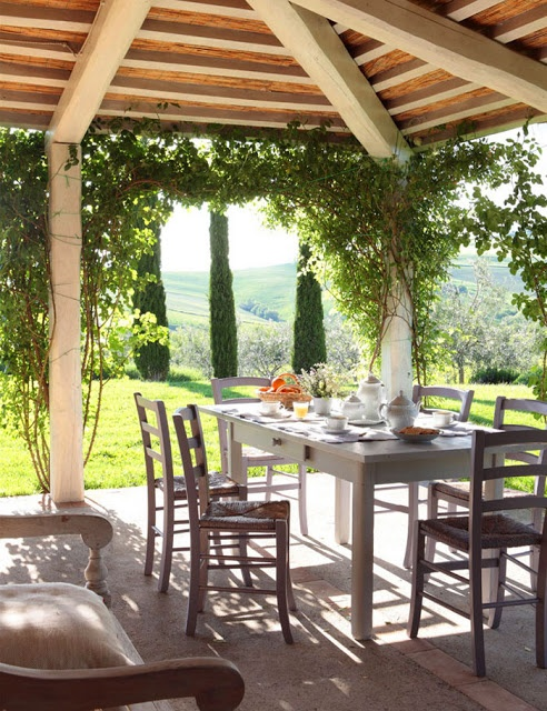 Una escapada a la Toscana Have a nice italian and toscany lunch at a farmhouse