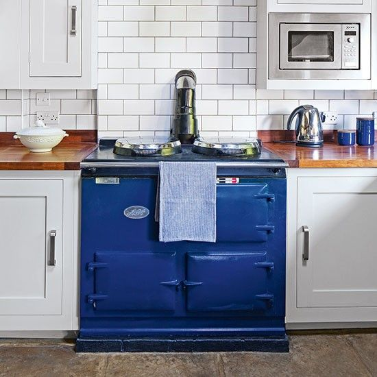 Timeless country kitchen with blue Aga   Decorating