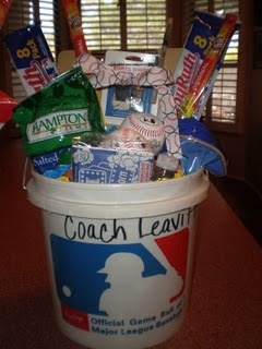 Baseball/Softball Coach end of yr gift:): Diy Ideas, Baseball Coach Gifts, Baseb Coach, Gifts Baskets, Baseball Gifts, Gifts Ideas, Baseball Coaches, Life Patino, Baseb Gifts