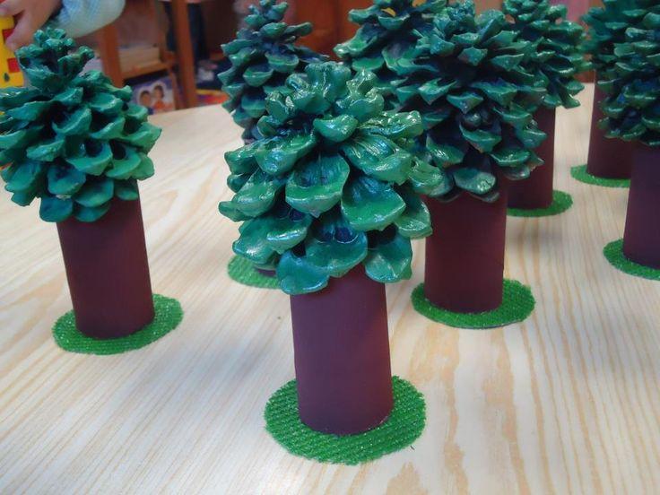 Herfstboom van een wcrol en een dennenappel