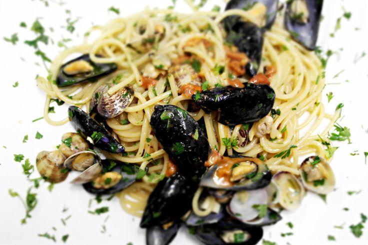 Spaghetti ricci, vongole e cozze
