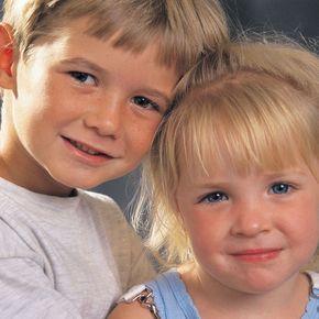 Un enfant sur cinq naît avec une sensibilité exacerbée. Même si l'hypersensibilité est une qualité, les enfants peuvent en souffrir ! Il est donc important de les aider à surmonter leur émotivité. Voici les 10 conseils du pédopsychiatre Thierry Hamel.