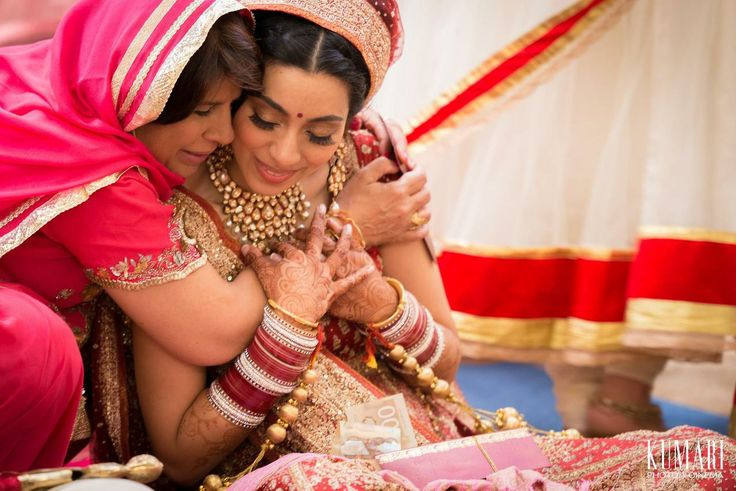 mother daughter wedding photos