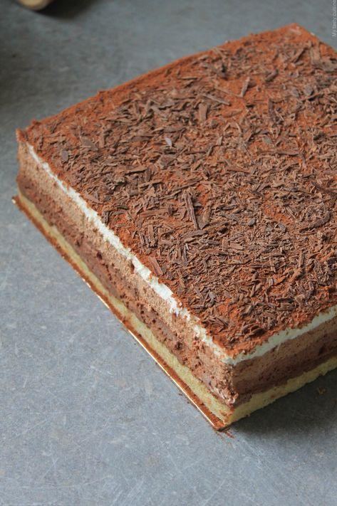 Entremet 3 chocolats avec croustillant praliné Aujourd'hui je vous propose la recette du 3 chocolats : un entremet composé d'un biscuit et de trois mousses chocolat (noir, lait et blanc). Pour les amoureux de chocolat comme moi, ce gâteau est fait pour vous, c'est juste un délice. J'ai fait un biscuit joconde pour la base,...