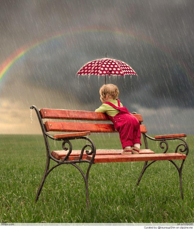 Parapluie et arc-en-ciel...le bonheur.