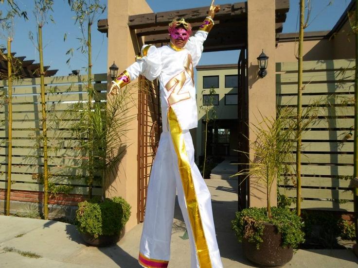 zanquero traje blanco con oro