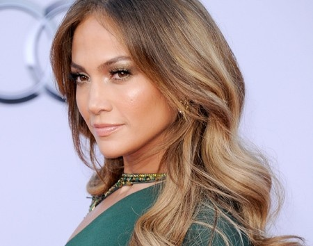 Loving Jennifer Lopez's ombre hair color. Ombre style: A gradual fade with a reasonable palette… Not too dark or too light on either end. The combination of the honey hue and the beige tones are simply perfection!: Ombre Hair Colors, Hair Colors Ideas, Hairstyles, Jennifer Lopez, Haircolor, Summer Hair, Long Hair, Hair Style, Jennifer'S Lopez