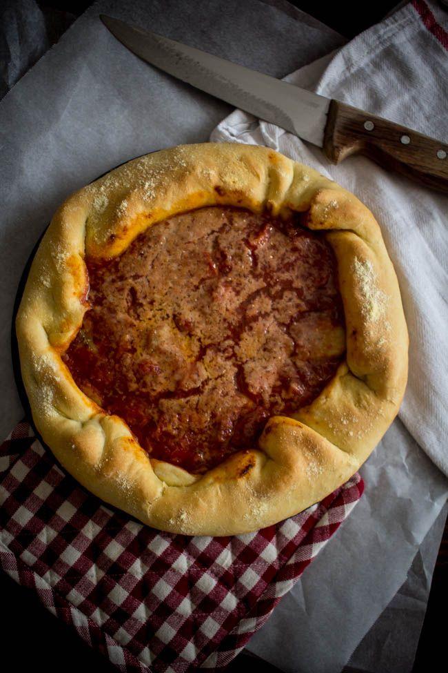 Πίτσα σε φόρμα – Deep dish pizza