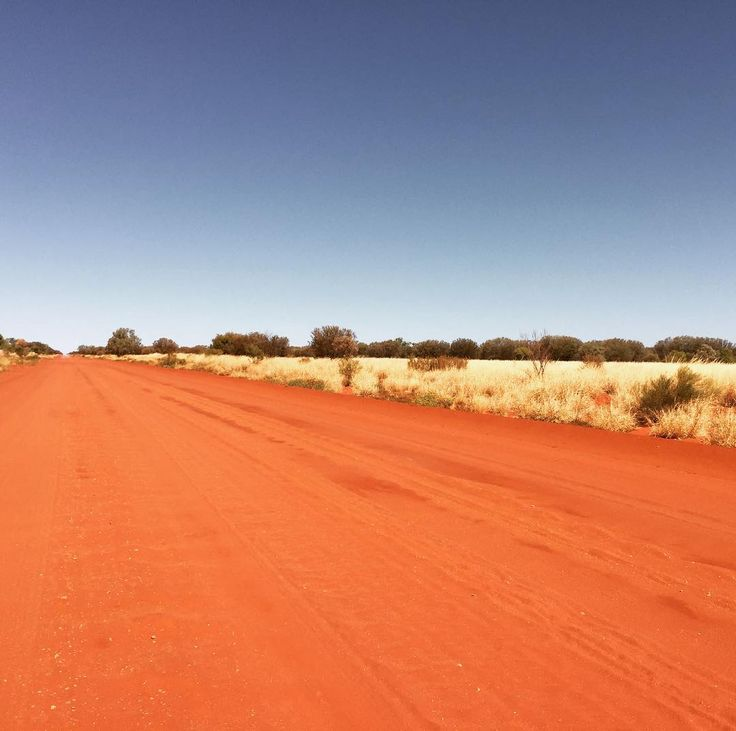 #isjon_isgood Back shooting in one of my favourite spots in the territory  within a bulls roar of the Simpson Desert. Love the remoteness colours and pure silence #northernterritory #australia #nature #desert #outback #red