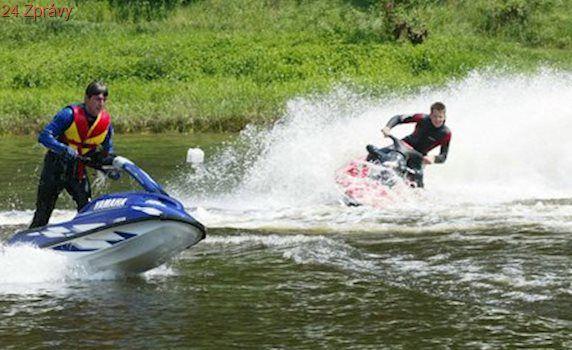 Brno: Na přehradě motorové čluny a skútry nechceme! Ministerstvo: O tom nerozhodujete!