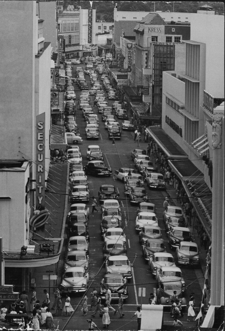 View up Fort St. at King St., Honolulu.