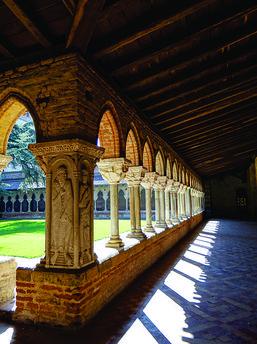 Moissac - Tarn-et-Garonne, Midi-Pyrénées, France - le cloître (fin XIe, début XIIe siècle) de l'église abbatiale Saint-Pierre, édifice d' origine carolingien (IXe siècle). D.R