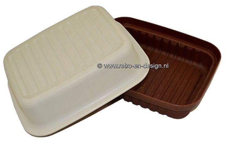Tupperware kaasdoos Kornuit, vintage  Vintage kaasdoos van Tupperware ook wel bekend als Kornuit. Voor het langer vers houden van kaas, maar natuurlijk ook zeer geschikt als lunchbox.  Lengte: 28 cm. Breedte: 22 cm. Hoogte: 13 cm. zie:  http://www.retro-en-design.nl/a-43688718/tupperware/tupperware-kaasdoos-kornuit-vintage/