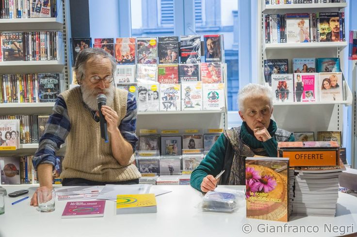 Il dott. Mozzi presenta i suoi libri. Foto di Gianfranco Negri. http://dietagrupposanguigno.it/libri/