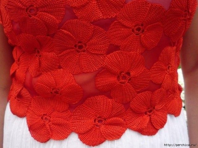 Flowers on a blouse in the technique of Tunisian crochet