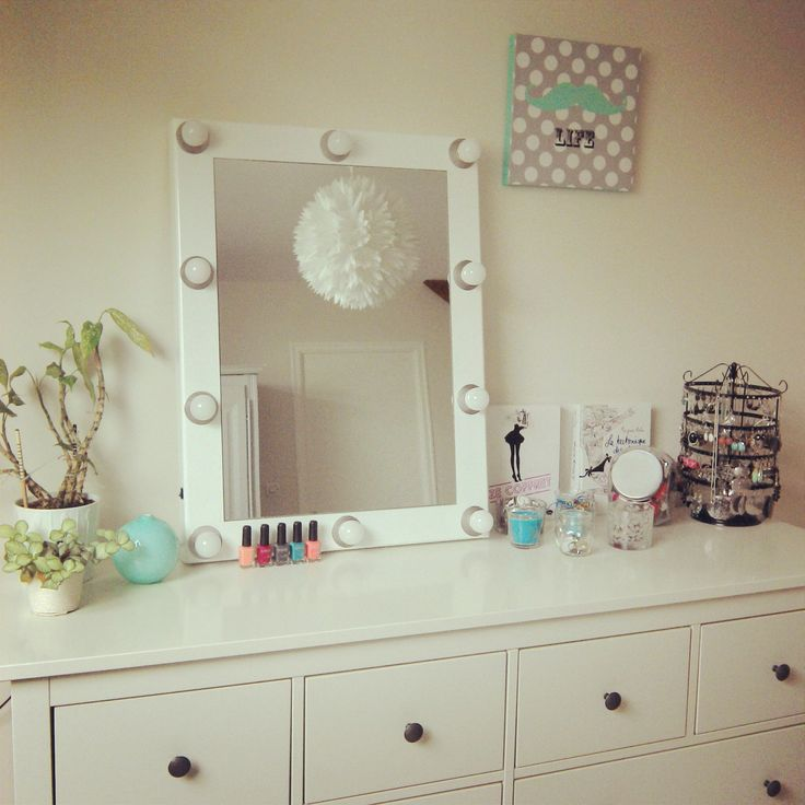 un miroir de loge de maisons du monde et mon coin fille commence prendre forme beaut. Black Bedroom Furniture Sets. Home Design Ideas