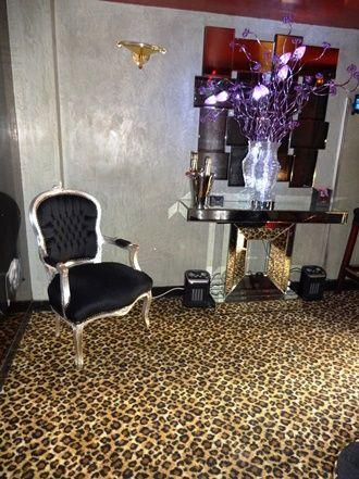 Moquette de laine tissée motif panthère léopard