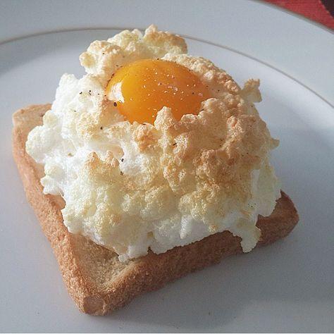 白身と黄身を分けメレンゲを焼いて作る、*エッグインクラウド*の基本のレシピからアレンジレシピ