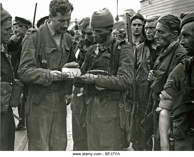 DIEPPE RAID August 1942 - Lord Lovat at left checks papers after the Commando Brigade arrive back at Newhaven after the raid - Stock Image