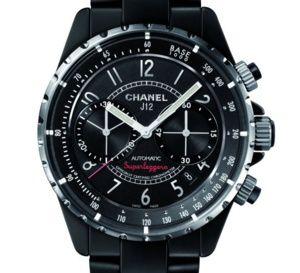 Chanel J12 Superleggera : retour dans une version en céramique noire