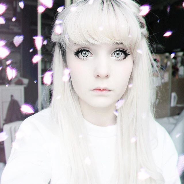 My phone is working again!! ヽ(;▽;)ノ I got my new extensions from @luxushair and I filmed a video o3o I'll edit it asap!! (*^3^)/~♡