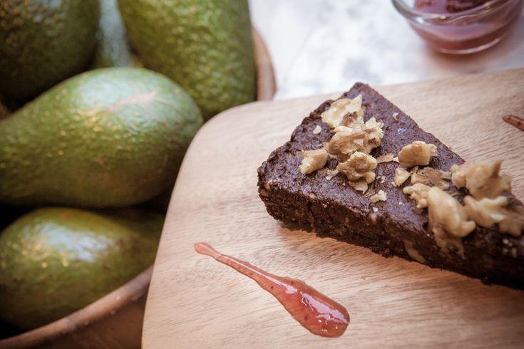 Dit chocolade 'taartje' is verrassend gezond en bestaat uit superfoods. Vrij van geraffineerde suiker, boter, bloem, lactose en gluten, en geschikt voor veganisten.