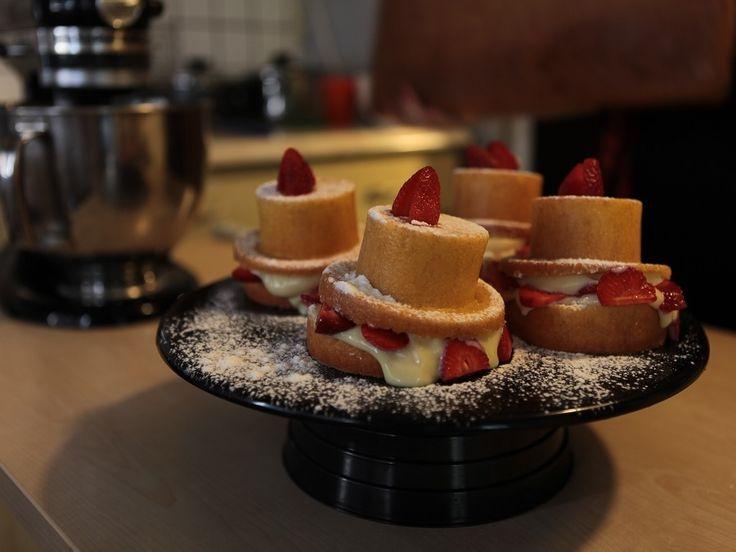 Beyaz Çikolata Ganajlı ve Çilekli Kek Tarifi | Mutfak İnsanları