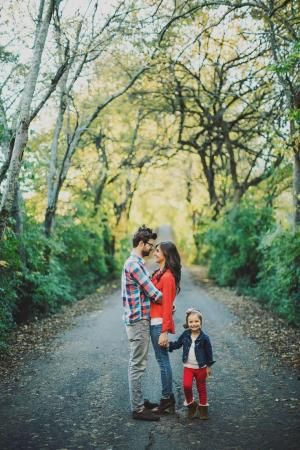 Ariel Renae Photo | Destination Wedding Photographer; what to wear for family pictures, family of 3, red by aileen