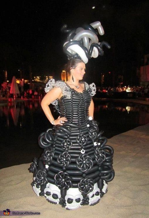 Balloon Dress - Halloween Costume Contest via @costume_works