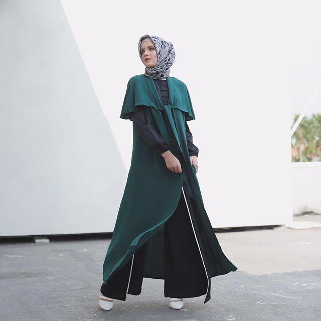 Wujudkan rasa cinta Indonesia Zamrud Khatulistiwa dengan mengenakan Marigold Coat hijau zamrud karya Maja Indonesia ini! Dapatkan sekarang dengan diskon terbatas 15% untuk semua produk Maja Indonesia! Klik link pada bio.